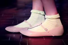 Pretty shoes. Pastel and looks yummy!