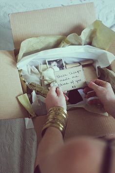 A care package filled with all our best moments as friends! Everything you have learned about me. All my favorite things. Brown paper boxes all tied up with string! Cute Gifts, Diy Gifts, Free People Blog, Ideias Diy, Happy Mail, Creative Gifts, Gift Baskets, Projects To Try, Arts And Crafts