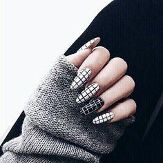 309604-Black-And-White-Checkered-Nails.jpg (500×500)