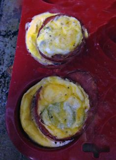 Baked eggs & turkey bacon in a muffin cup  #paleo #southbeach