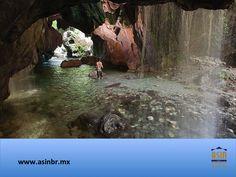 #queretaro FRACCIONAMIENTOS EN QUERÉTARO. La comunidad Valle Verde, ubicada en los límites de Querétaro y San Luis Potosí, tiene un hermoso lugar llamado Cueva del Agua. Su nombre se debe a las pozas de agua que nacen en su interior, pero lo más impresionante son sus estalactitas y estalagmitas que sobrepasan los 25 metros de altura. En ASIN BR, tenemos lo mejor en bienes raíces, para que adquiera su nuevo hogar en este bello estado. asinmex@asinbr.mx