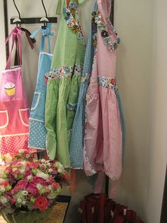 why do I love pretty aprons so much.  I just like them hanging about...