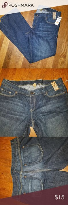 Old Navy Maternity Jeans NWT Old Navy Maturity Jeans. No band, straight leg. Old Navy Jeans Straight Leg