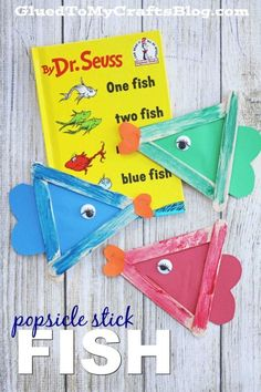 One Fish, Two Fish - Popsicle Stick Fish Kid Craft Idea - Dr Seuss Inspired Kids Crafts, Dr Seuss Crafts, Daycare Crafts, Classroom Crafts, Book Crafts, Kids Diy, Craft Stick Crafts, Easy Crafts, Dr. Seuss