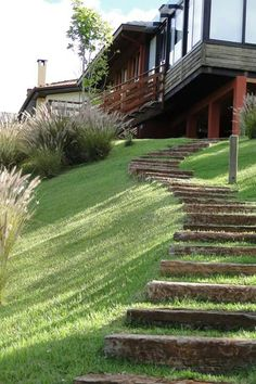 38 Amazingly Green Front-yard & Backyard Landscaping Ideas Get Basic Engineering, Home Design & Home Decor. Amazingly Green Front-yard & Backyard Landscaping Ideasf you're anything like us, y Landscape Stairs, House Landscape, Landscape Design, Landscape Bricks, Garden Stairs, Terrace Garden, Garden Paths, Garden On A Hill, Landscaping A Slope