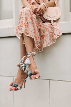 The Trend Every Girl Should Wear This Spring (Hello Fashion) Moda Fashion, Fashion Shoes, Womens Fashion, Fashion Trends, 90s Fashion, Blogger Moda, Pom Pom Sandals, Zapatos Shoes, Women's Shoes