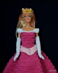 Croche/luvas - LiiArt Crochet Disney, Barbie Knitting Patterns, Barbie Patterns, Accessoires Barbie, Mode Crochet, Barbie Family, Crochet Doll Dress, Crochet Barbie Clothes, Beading Patterns Free