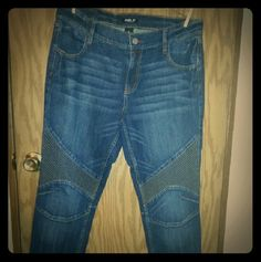 AllenB women's jeans. I bought these new at JCPenney. They have just been hanging in my closet for awhile now. They have been gently worn and are in very good condition. They are tapered at the bottom of the legs and they zip. Great to wear with boots. They resemble motocross pants. Feel free to ask questions. No trades sorry :( Jeans Straight Leg