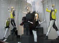 H&M window display- color scheme