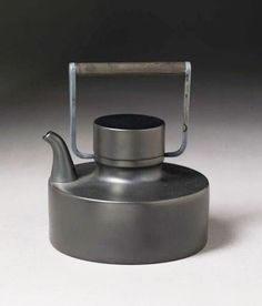 Theepot Teapot for Rosenthal designed by Tapio Wirkkala, Ceramic Teapots, Ceramic Pottery, Ceramic Art, Pretty Things, Tee Set, Kitchenware, Tableware, Chocolate Pots, Vintage Tea