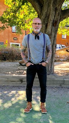 Pin by chris holbert on ideas in 2019 Older Mens Fashion, Old Man Fashion, Urban Fashion, Urban Outfitters Clothes, Casual Outfits, Fashion Outfits, Advanced Style, Grown Man, Suit And Tie