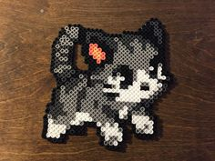 Kawaii Kitty cat made of perler beads. I used the tape method this time and really liked it so I think I will be using that instead from now on. Hama Beads Kawaii, Hama Beads Disney, Diy Perler Beads, Perler Bead Art, Melty Bead Patterns, Hama Beads Patterns, Beading Patterns, Hama Beads Animals, Beaded Animals
