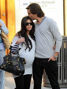 Kourtney Kardashian casual maternity fashion