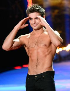 Zac Efron showing off his abs at the MTV Movie Awards is the hottest thing ever!