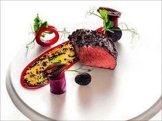 Aujourd'hui, onglet de bœuf aux truffes du Périgord et betterave... Miam ! ;) (From steffensinzinger .de) > Photo à aimer et à partager ! ;) . L'art de dresser et présenter une assiette comme un chef... http://www.facebook.com/VisionsGourmandes . #gastronomie #gastronomy #chef #recette #cuisine #food #visionsgourmandes #dressage #assiette #art #photo #design #foodstyle #foodart #recipes #designculinaire #culinaire #artculinaire #culinaryart #foodstylism #foodstyling) #presentation