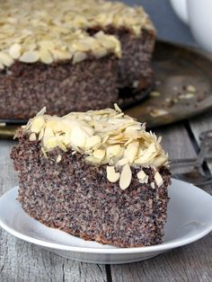 This almond poppy seed cake has a very unique texture and a wonderful almond flavor - you& love it. Healthy Cake, Healthy Desserts, Pineapple Pound Cake, Poppy Seed Recipes, Cake Recipes, Dessert Recipes, Poppy Seed Cake, Gluten Free Cakes, Coffee Cake