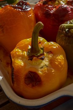 Poivrons farcis aux légumes d'été (recette facile végétarienne) Pudding, Stuffed Peppers, Vegetables, Desserts, Food, Rustic Kitchen, Cherry Tomatoes, Meal Ideas, Veggie Bake