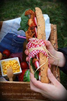 Angel's food: Sandvisuri cu umplutura calda din ciuperci, rosii si piept de pui
