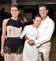 Zac Efron & Millie Bobby Brown Share a Fangirl Moment at MTV Movie & TV Awards: Photo It's safe to say that Zac Efron and Millie Bobby Brown are pretty big fans of each other! Stranger Things Actors, Stranger Things Netflix, Millie Bobby Brown, Kathryn Newton, Tv Awards, Awards 2017, Movies And Series, Alexandra Daddario, Film Serie