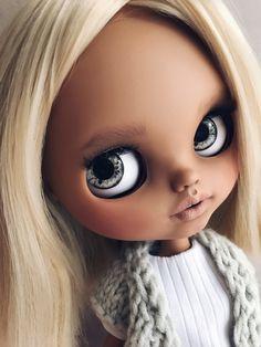 #Blythe #blythecustom #blythestagram #blythedolls #doll #blytheclothes Cute Baby Dolls, Cute Babies, Ooak Dolls, Blythe Dolls, Dream Doll, Custom Dolls, Eye Candy, Photo And Video, Beauty