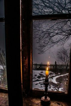 Candle in front of a window, foggy day , winter. - Candle in front of a window, foggy day , winter. Winter Szenen, Winter Night, Winter Christmas, Cold Night, Farmhouse Candles, Window View, Rain Window, Snowy Window, Through The Window