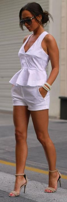 All White & Pearls - Johannaeo ♔Life, likes and style of Creole-Belle ♥ All White Outfit, White Outfits, Fall Outfits, Summer Outfits, Summer Shorts, Mode Outfits, Short Outfits, Short Dresses, White Fashion