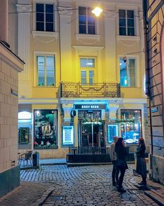 Timo Kiviluoma ✈ Hotel Blogger (@travelwithtimo) • Instagram photos and videos Riga, Old Town, Photo And Video, Mansions, House Styles, Videos, Places, Photos, Instagram