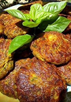 """Νόστιμη συνταγή """"Marina Hatzidaki - ΟΙ ΧΡΥΣΟΧΕΡΕΣ / ΗΔΕΣ"""" Υλικά 4 μεγάλα κολοκύθια 3 μέτριες μελιτζάνες 1 ντομάτα ψιλοκομμένη χωρίς φλούδα και σπόρια 1 καρότο τριμμένο 2 κρεμμύδια τριμμένα 1/2 ματσάκι μαϊντανό ψιλοκομμένο 5 κλαράκια δυόσμο ψιλοκομμένο 2 φουντίτσες βασιλικό πλατύφυλλο 2 αυγά 3 κουταλιές σούπας Greek Recipes, Vegan Recipes, Recipe For Success, Bean Burger, Pleasing Everyone, Tandoori Chicken, Cauliflower, Easy Meals, Food And Drink"""