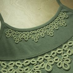 Top decor tatting embellishment - neat idea