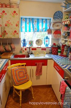 "Cute tiny retro kitchen. This makes me think of Barbra Streisand's WWI-era kitchen in ""The Way We Were,"" which was red, and just a little closet (and I'm probably the only person on the face of the earth to remember that.)"
