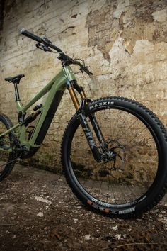 This full-suspension electric bike (E-Bike) features a robust and lightweight frame that's equipped with Fox Factory Kashima coated 170mm-travel suspension forks, a Shimano STEPS EP8 electric motor drive and a Shimano XT M8100 12-Speed groupset with a wide-ranging 10-51T cassette and XT 4-Pot hydraulic disc brakes. Plus, it rolls upon DT Swiss H1700 Spline wheels wrapped in Tubeless Ready Maxxis tyres. Best Mountain Bikes, Mountain Bike Trails, Electric Mountain Bike, Full Suspension, Electric Motor, Cross Country, Bicycle, Vehicles, Rolls