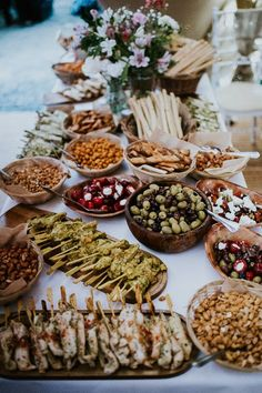 Ideas for wedding reception food buffet dinners catering Outdoor Wedding Foods, Wedding Food Catering, Wedding Buffet Food, Wedding Food Stations, Wedding Reception Food, Tipi Wedding, Wedding Blog, Catering Ideas, Wedding Ideas