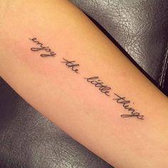 Tattoo Quotes small tattoo - Tattoo schriftzüge ideen - Tattoo Designs For Women Short Quote Tattoos, Good Tattoo Quotes, Mini Tattoos, Cute Tattoos Quotes, Wrist Tattoos, Sleeve Tattoos, Faith Tattoos, Tatoos, Shoulder Tattoos