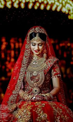 This app includes a collection of best handpicked Indian Bridal Dresses. Indian Bridal Photos, Indian Bridal Outfits, Indian Bridal Makeup, Indian Bridal Fashion, Indian Bridal Wear, Bridal Dresses, Dress Wedding, Wedding Makeup, Gift Wedding