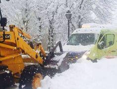 VEHÍCULOS DE #EMERGENCIAS SOBRE NIEVE  Hoy os dejamos imágenes de vehículos cubiertos por la nieve . Seguro que muchos de vosotros se ha visto en circunstancias similares en estos días . ¡¡¡¡Mandadnos vuestras fotos !!!! http://ambulanciasyemerg.blogspot.com/2015/01/vehiculos-de-emergencias.html