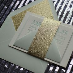 Invite your guests to a glamorous wedding with glitter invitations. #glitter #gold #invitations #letterpress #weddings