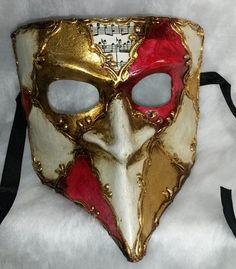 Auténtica  máscara veneciana (venetian mask) realizada a mano en papel maché o metal , pintadas en colores metálicos , adornados con pedrería y acabados con toques de colores de perlas  See more at http://www.lacasadelocio.es/tienda-online/carnaval-mascaras.html