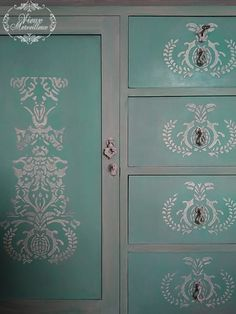 I was asked to transform a chest of drawers and a mirror.I used Annie Sloan chalk paint (colour choice of the owner), and a raised stencil that I created with stucco and atlacol. Annie Sloan Chalk Paint Furniture, Annie Sloan Chalk Paint Colors, Painted Furniture, Green Chest Of Drawers, Stencils, Colour, Flat, Mirror, Color