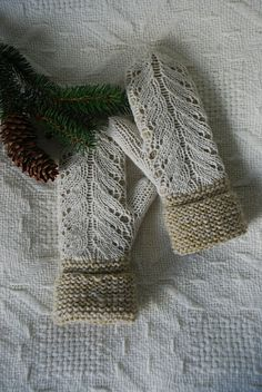 Ravelry | capucino's Olivegreen mittens with white lace