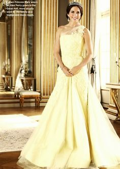 Crown Princess Mary wears an Alex Perry gown in the Great Hall.- She is my first favorite royal Royal Princess, Princess Marie Of Denmark, Crown Princess Victoria, Crown Princess Mary, Princess Style, Prince And Princess, Princesa Mary, Princesa Real, Hollywood Fashion