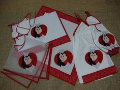 Kit de cozinha bordado com aplicações de uma romântica joaninha.