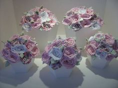 Vaso com flores em tecido, medida aproximada de 20 cm alt x 19 cm diametro GG R$ 70,00 ou  15cm alt x 17 cm diametro M R$ 50,00 consultar possibilidade de cores para as flores  Cachepot em madeira R$ 70,00