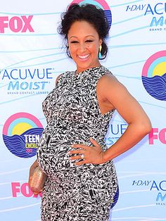 Pretty mommy! Tamera Mowry-Housley in a graphic printed dress