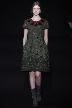 Alberta Ferretti Fall 2014 Ready-to-Wear Fashion Show - Ieva Palionyte