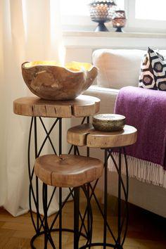 Hier treffen Gegensätze aufeinander! Das Beistelltisch-Set verführt mit filigran geschwungenen Tischbeinen aus Eisen und den rustikalen Tischplatten aus naturbelassenem Akazienholz. Preis: 179,- €