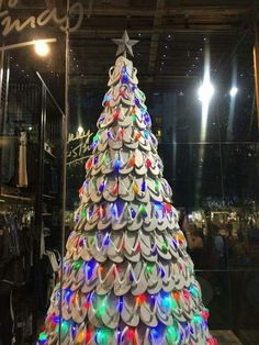 How about for your next Hawaiian Christmas party, you make this set up flip flop Christmas tree?