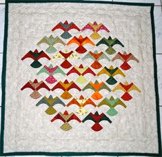 Quilts and Siggies using the drunkards path block.....I only speak English...but the unique beauty of quilts speaks for itself ! I wonder if this pattern is from a book or created by the owner of the site?