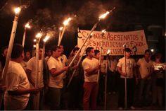 Marchan en silencio por normalistas desaparecidos en Guerrero. Foto: José Luis de la Cruz