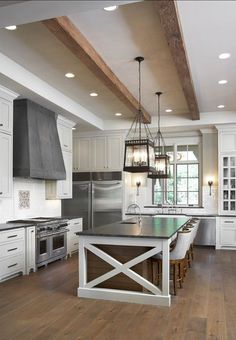 Check Out 23 Awesome Transitional Kitchen Designs For Your Home. As the hub of the home, the transitional kitchen is the room with all the action and not only because it is where you prepare your food. Luxury Interior Design, Home Interior, Modern Farmhouse Kitchens, Home Kitchens, Farmhouse Style, Kitchen Modern, New Kitchen, Kitchen Decor, Kitchen Island