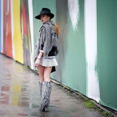 From Mercedes Fashion Week , Turkey @gardiropgurusu #fashion #fashionable #fashionweek #mercedesfashionweek #mbfw #turkey #style #street #styling #stylish #streetstyle #sexy #boots #hat #alexandermcqueen #skirt #heels #shoes #luxury #luxuryheels #luxuryshoes
